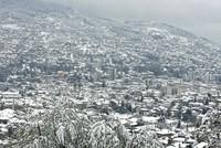 Durch einen unerwarteten Schneefall ist die Hauptstadt von Bosnien und Herzegowina seit Dienstag komplett mit Schnee bedeckt.  Die Bewohner von Sarajevo, die noch bis Anfang der Woche durch die...
