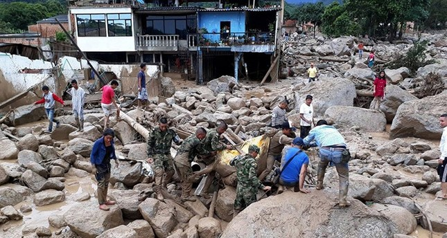 A handout photo made available by the Colombian Army shows soldiers evacuating a victim after a landslide in Mocoa, province of Putumayo, Colombia, 01 April 2017. (EPA Photo)