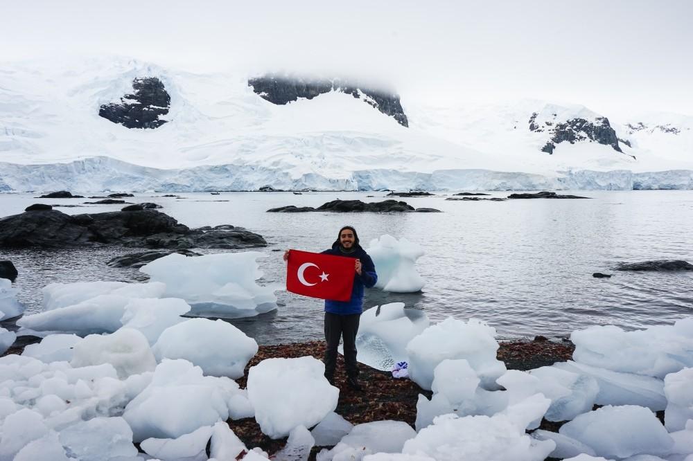 Barku0131n u00d6zdemir traveled to Antarctica thanks to crowd funding.