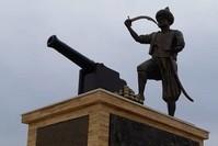 تمثال لأوروتش رئيس في الجزائر