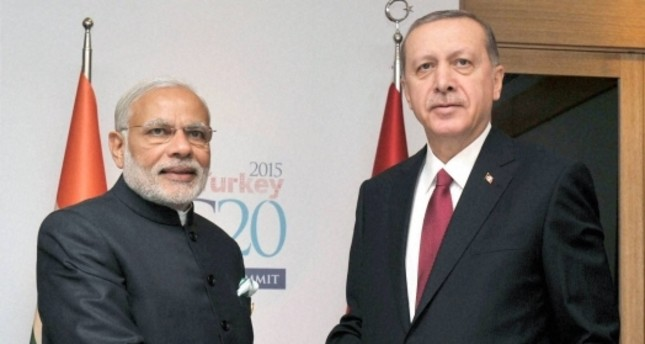 President Recep Tayyip Erdoğan welcoming Indian Prime Minister Narendra Modi et the G20 meeting held in the Turkish resort city of Antalya, Nov. 16, 2015.