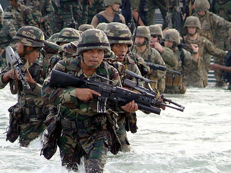 Malaysian Army Rangers and U.S. Marines assigned to Combat Assault Co., 3rd Marine Regiment, wade ashore from Landing Craft Unit (LCU) 1634 during a Cooperation Afloat Readiness and Training (CARAT) 2008 amphibious assault exercise. (U.S. Navy photo)