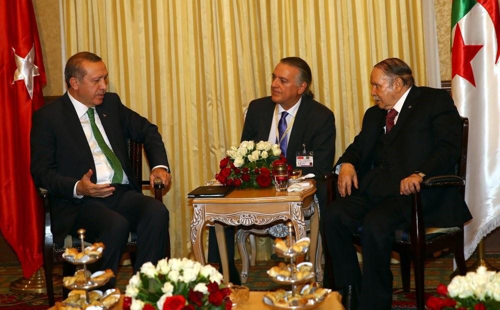 President Erdou011fan (L) speaks to Algerian President Abdelaziz Bouteflika (R) during his first visit to Algeria as president, Nov. 19-20, 2014.