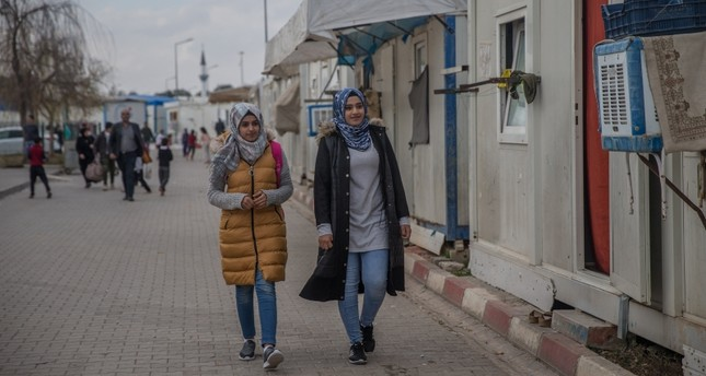 Syrian refugees Duha Sahaf (right) and her sister Sajaa Younis (left) have been admitted to Siirt University and will complete their studies (AA Photo)