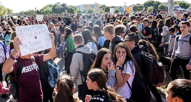 مسيرات طلابية في الولايات المتحدة استنكارا لحوادث إطلاق النار - فلوريدا