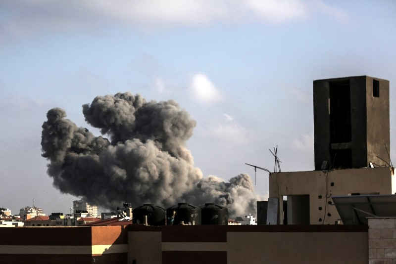 Snoke rises from a building after an Israeli air strike, at central Gaza City, 14 July 2018. (EPA Photo)