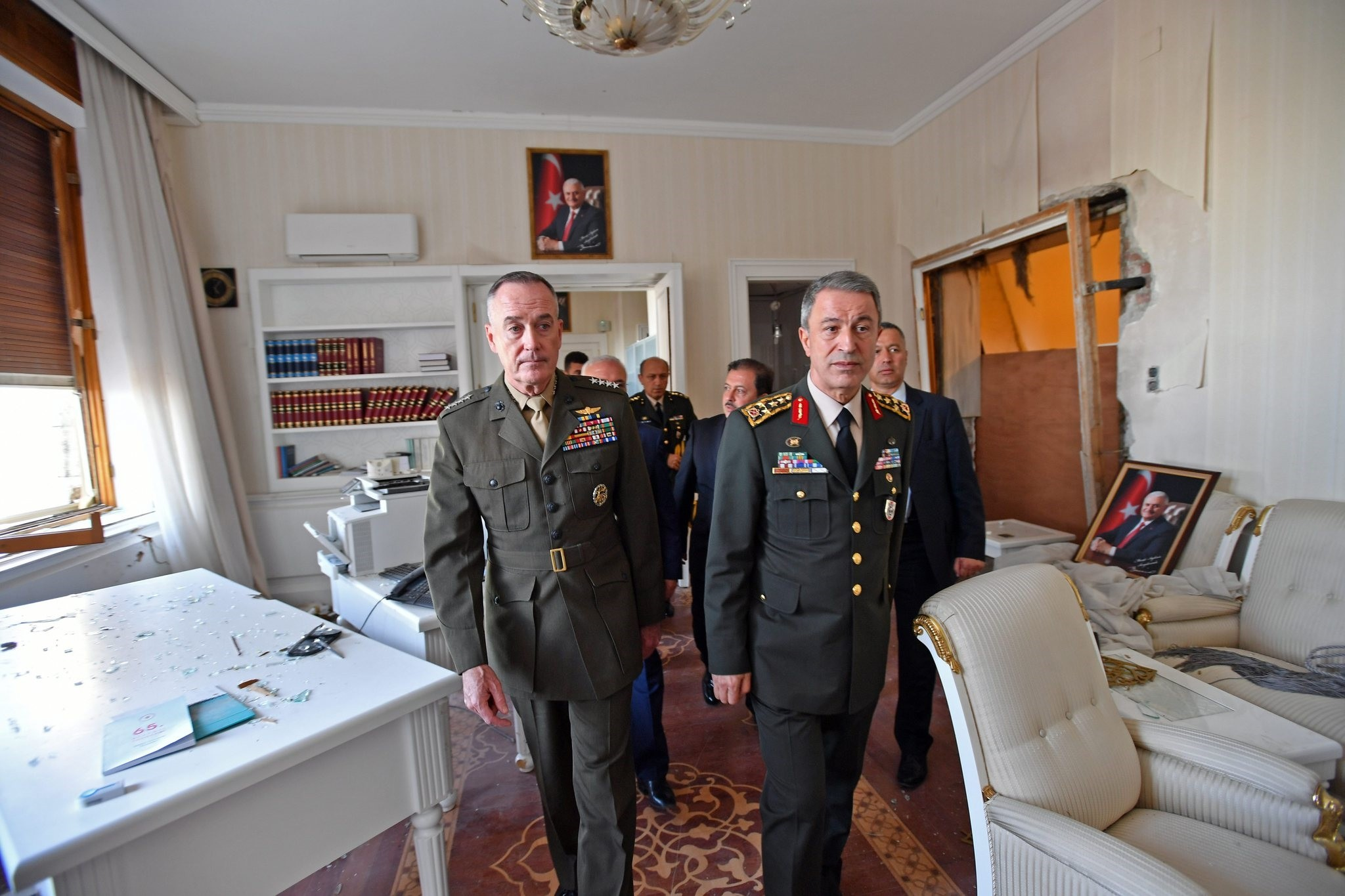 Turkeyu2019s Chief of General Staff Gen. Hulusi Akar and his U.S. counterpart Joseph Dunford at the Turkish Parliament in Ankara, Turkey. (AA Photo)