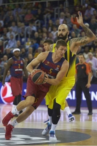 Barcelona Lassa Justin Doellman (L) fights for the ball with Pero Antic (R) of Fenerbahu00e7e during the Euroleague basketball game at Palau Blaugrana stadium in Barcelona, last year.