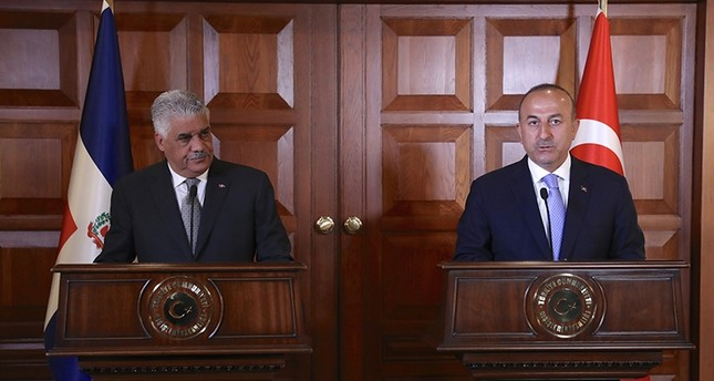 Foreign Minister Mevlüt Çavuşoğlu (Right) attending a joint press conference with Dominican counterpart Miguel Vargas (Left) in Ankara, April 19, 2017 (AA Photo)