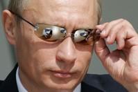 بوتين يعدل من نظارته الشمسية، 2005 الفرنسية