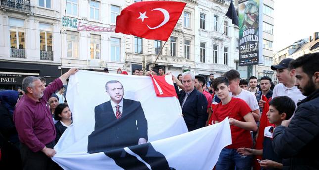 الجالية التركية في بروكسل ترحب بوصول أردوغان في مستهل زيارته