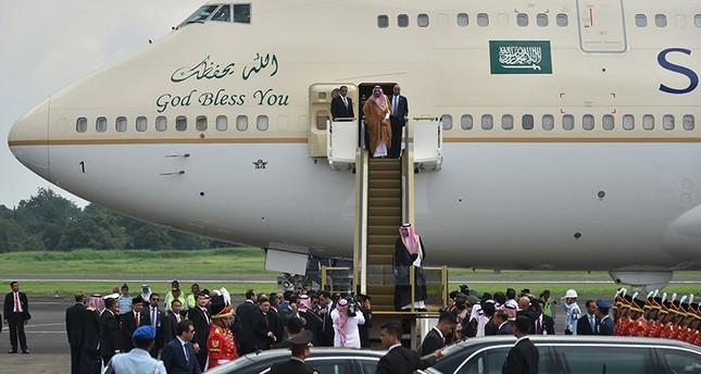 ألف شخص و460 طن أمتعة بمرافقة الملك سلمان في زيارته لإندونيسيا