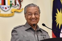مهاتير محمد رئيس الوزراء الماليزي