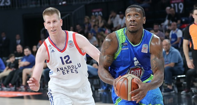 Anadolu Efes' Brock Motum and TOFAŞ's Raymar Morgan vie for ball in the Turkish basketball league semifinals on Saturday.