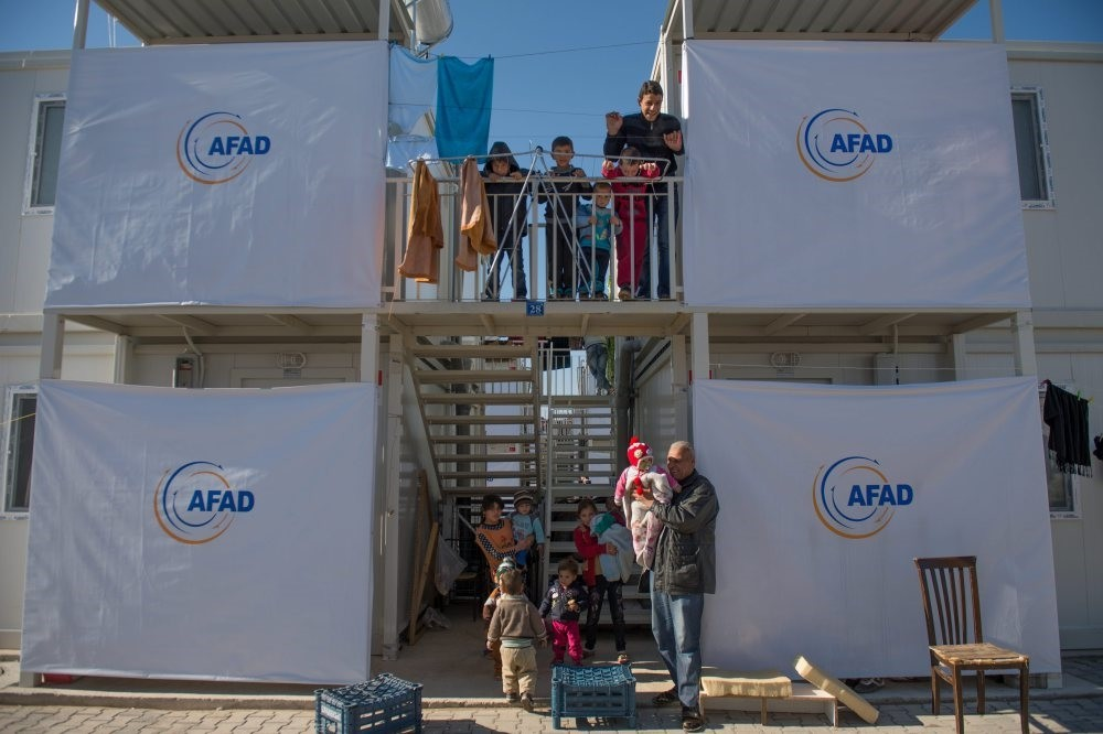 Refugees in a two-story refugee camp in Kahramanmarau015f.