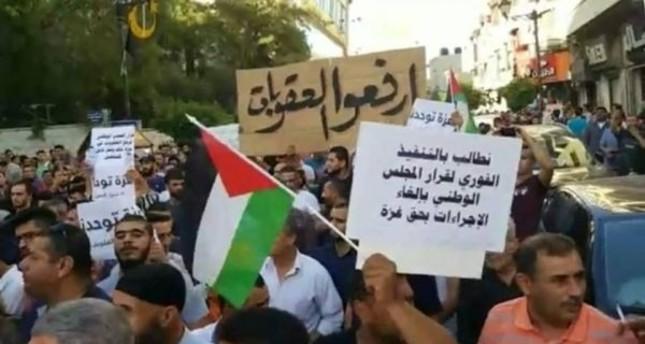 مظاهرات في رام الله للمطالبة برفع العقوبات عن غزة