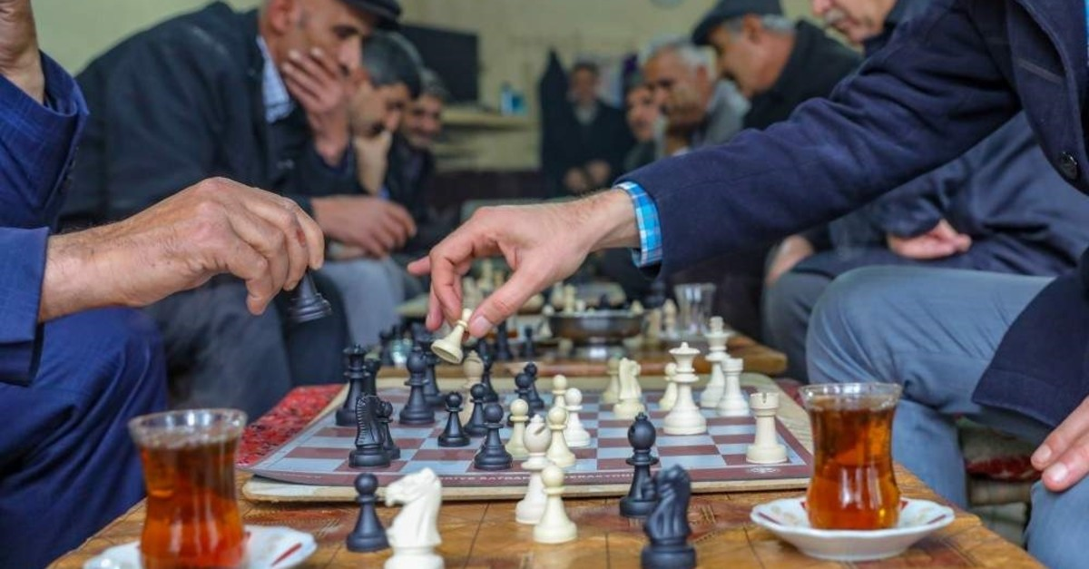 Locals playing chess at a cafe in Van, Nov. 30, 2019. (AA Photo)
