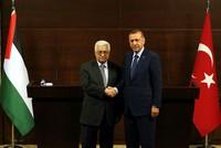 Präsident Recep Tayyip Erdoğan hielt am Donnerstag ein Telefonat mit dem palästinensischen Präsidenten Mahmoud Abbas, es ging dabei um die Verletzungen der Rechte der Palästinenser durch die...