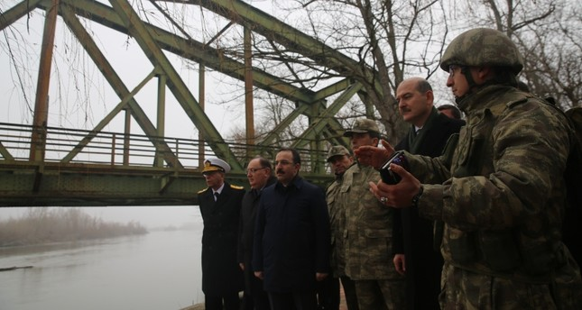 A soldier briefs Interior Minister Süleyman Soylu (2R) next to the Maritsa River forming the border with Greece at a military facility in Edirne, northwestern Turkey, Dec. 22, 2018. (AA Photo)