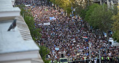 Tens of thousands protest Hungary PM Orban