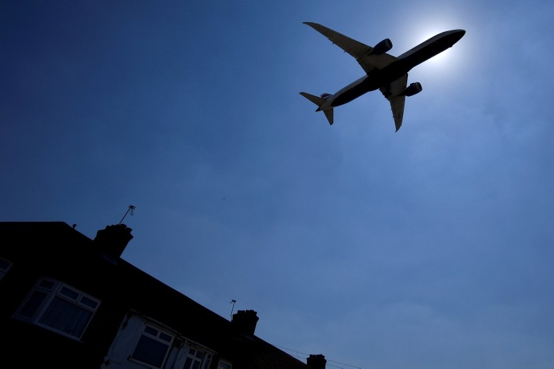 An aircraft comes in to land at Heathrow aiport in London, Britain, June 25, 2018. (REUTERS Photo)