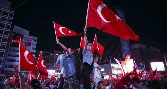 أكاديميون أتراك مغتربون يطلقون حملة جمع توقيعات بـ 15 لغة لإدانة محاولة الانقلاب