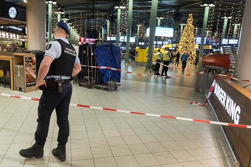 A view inside Schiphol Airport after a man wielding a knife was shot by military police, Amsterdam, Netherlands, 15 December 2017. (EPA Photo)