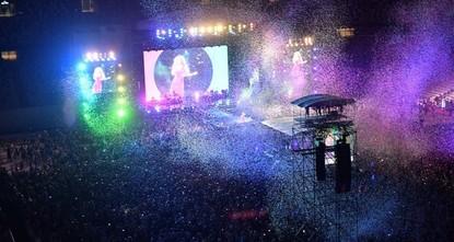 شاكيرا تتألق أمام عشرات الآلاف من جمهورها بإسطنبول