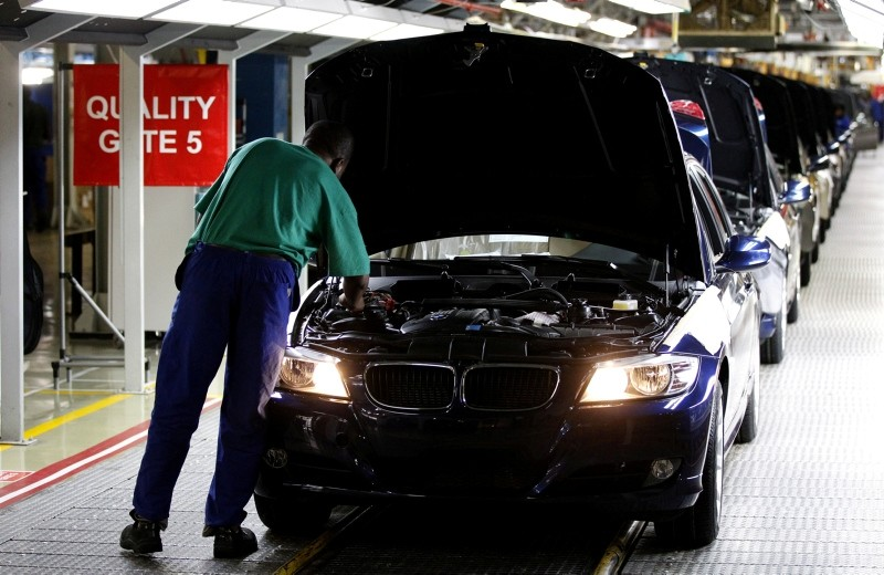 A worker inspects cars at BMW's manufacturing plant in Rosslyn, outside Pretoria, September 13, 2010. (Reuters Photo)