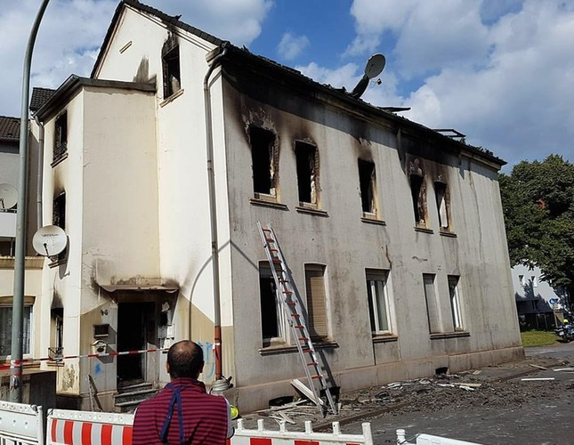 3-story building inhabited by migrants destroyed after suspected arson attack in Germany's Duisburg, Monday, Sept. 5, 2017 (IHA Photo)