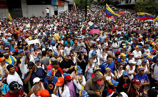 People participate in an opposition rally in Caracas, Venezuela, April 8, 2017. ( REUTERS Photo)