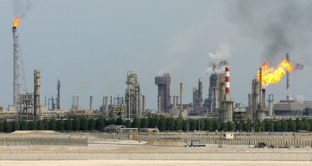 This file photo taken on February 1, 2006 shows an oil refinery on the outskirts of Doha. (AFP Photo)