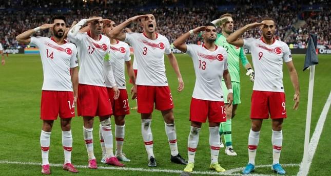 تركيا تدعو يويفا للتعقل بشأن احتمال التحقيق حول التحية العسكرية لمنتخبها