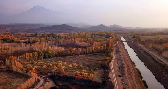 Autumn glamour mesmerizes on Mount Ağrı