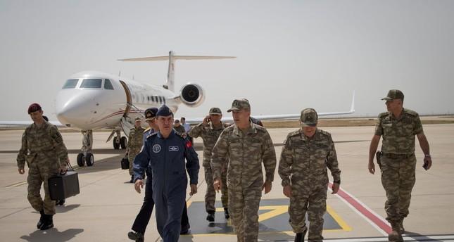 قادة الجيش التركي يتفقدون سير عملية غصن الزيتون