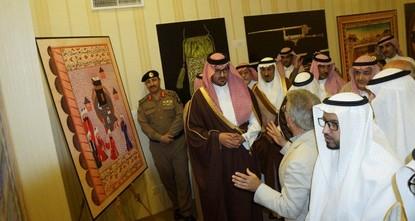 pAuf einer am Mittwoch in der saudi-arabischen Stadt Medina eröffneten Fotoausstellung werden derzeit historische Gegenstände und Werke aus dem Istanbuler Topkapı-Palast zum ersten Mal der...