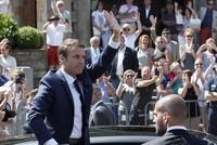 Frankreichs Präsident Emmanuel Macron hat bei der Parlamentswahl seinen Sprint an die Macht fortgesetzt. Seine junge Partei gewann am Sonntag aus dem Stand den ersten Wahlgang und steuert auf eine...