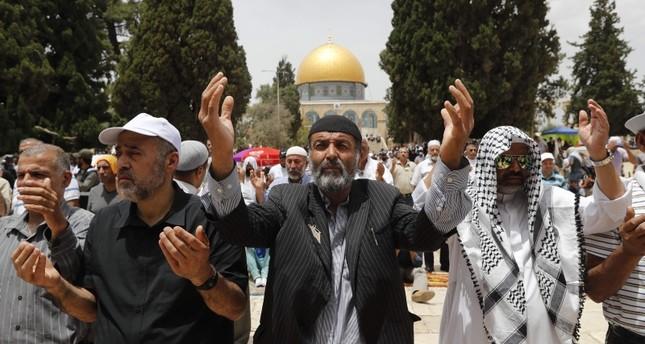 أكثر من 100 ألف مصل يؤدون صلاة الجمعة في المسجد الأقصى بالقدس المحتلة