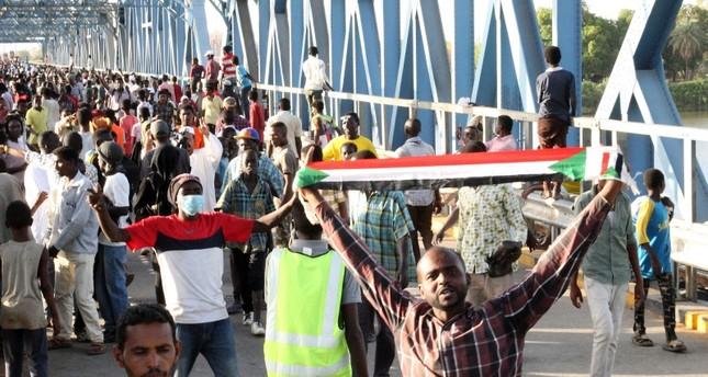 المجلس العسكري وقادة الاحتجاجات يتوصلون إلى اتفاق على مجلس سيادة لحكم السودان