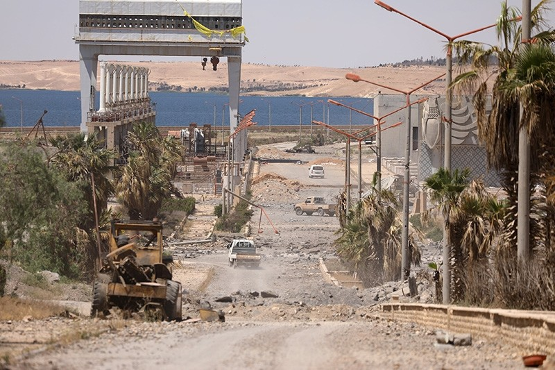 Vehicles drive near Tabqa Dam on the Euphrates River, in the town of Tabqa, after U.S.-backed Syrian Democratic Forces (SDF) captured it from Daesh terrorists this week, Syria May 12, 2017. (Reuters Photo)
