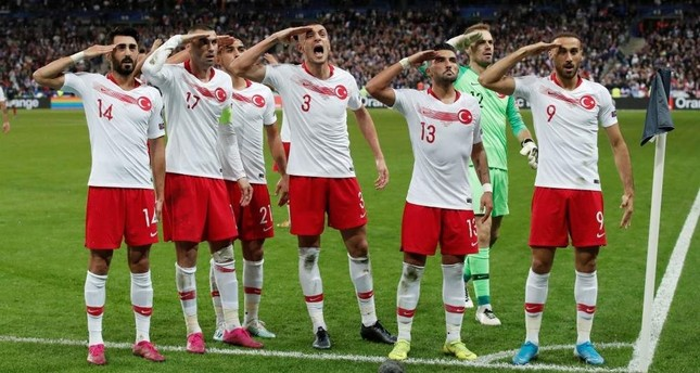 Turkish players salute after Kaan Ayhan celebrates scoring their first goal against France, Saint-Denis, Oct. 14, 2019. (REUTERS Photo)