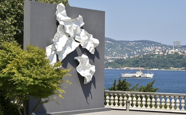 """Produced by Seyhun Topuz, the sculpture was influenced by the work """"Birds – Abstract Composition,"""" by late artist Kuzgun Acar."""
