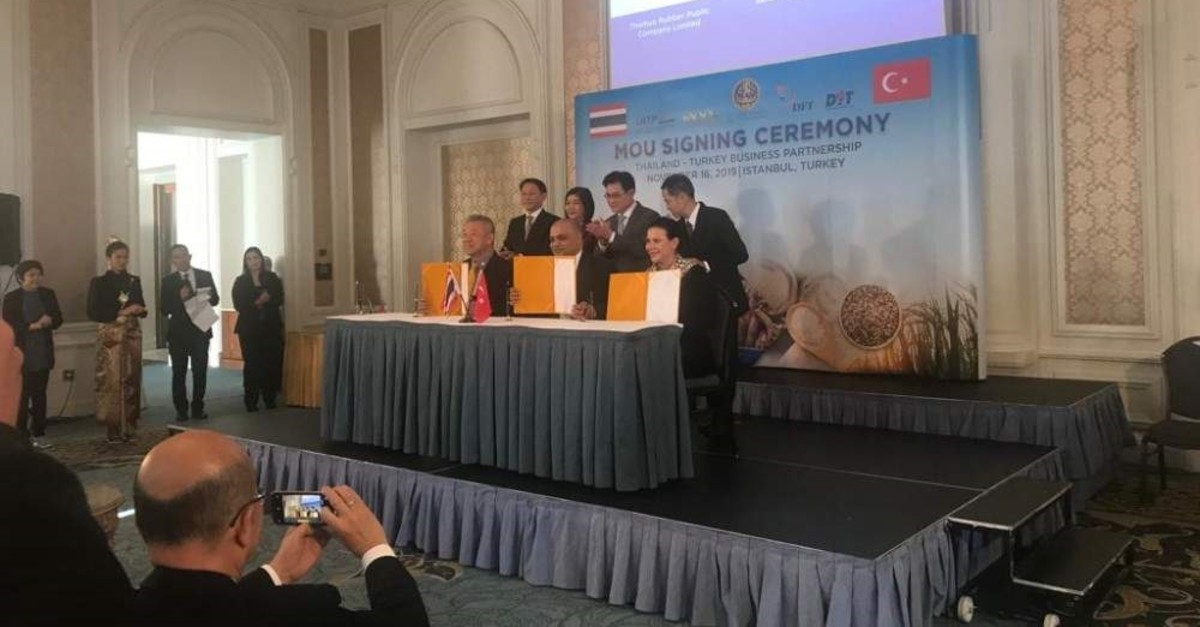 Turkish and Thai officials attend the signing ceremony for the memorandums of understanding between companies from each nation, Istanbul, Nov. 16, 2019.