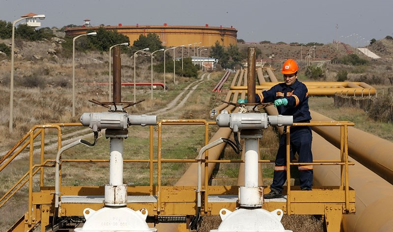 A worker checks the valve gears of pipes linked to oil tanks at Turkey's Mediterranean port of Ceyhan, which is run by state-owned Petroleum Pipeline Corporation (BOTAu015e), some 70 km (43.5 miles) from Adana Feb. 19, 2014. (Reuters Photo)