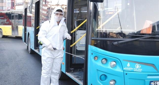 تكثيف عمليات تعقيم وسائط النقل العام في إسطنبول احترازاً من كورونا