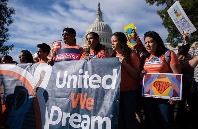 Protesters chant slogans during a news conference with DACA recipients and pro-immigrant advocacy groups to demand passage of a 'Clean Dream Act', at the U.S. Capitol in Washington, D.C., U.S., Oct. 5, 2017. (EPA Photo)