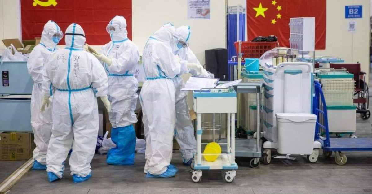 Medical staff members working at an exhibition centre converted into a hospital, Wuhan, Feb. 17, 2020. (AFP Photo)