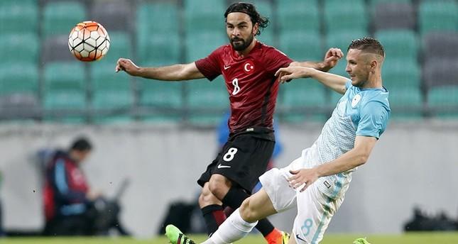 Turkey's Selçuk İnan (L) is challenged by Slovenia's Jasmin Kurtic during friendly soccer match between Slovenia, Turkey, in Ljubljana, June 5, 2016. (AP Photo)