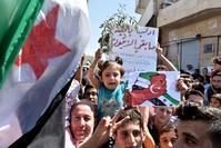من مظاهرات خرجت في إدلب وريفها لتجديد مطالب الأهالي بإسقاط النظام وحماية المنطقة