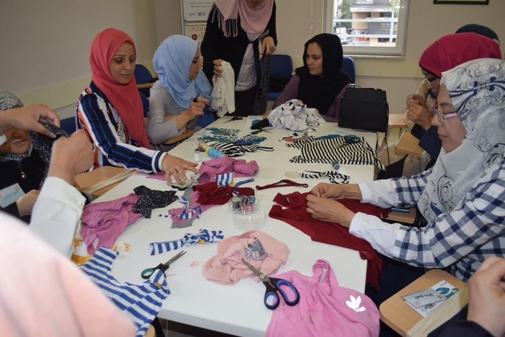 Lifelong learning classes bring together migrant women.